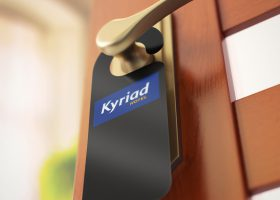 accroche-porte-hotel-kyriad